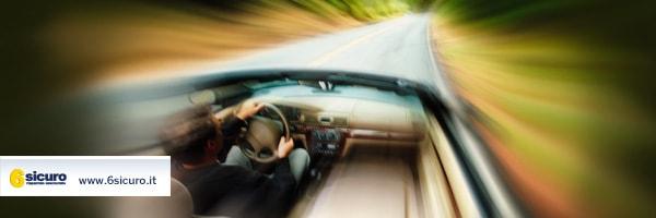 superare i limiti di velocità