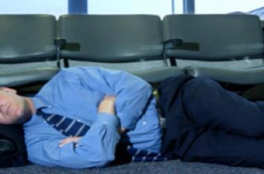 Temi di addormentarti e perdere l'aereo? Assicurati!