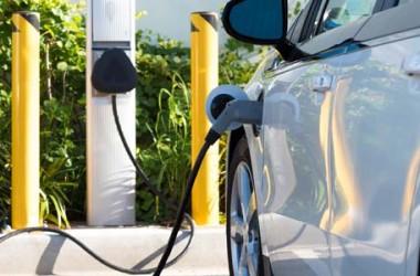 Assicurazione auto elettrica: quanto si risparmia?