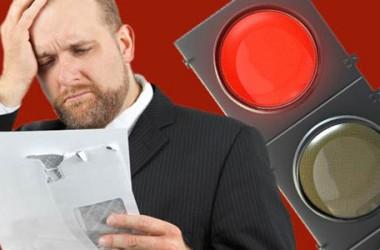 Multa al semaforo rosso: ricorso, costo e come contestarla