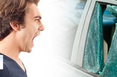 Vetro auto rotto: cosa fare?