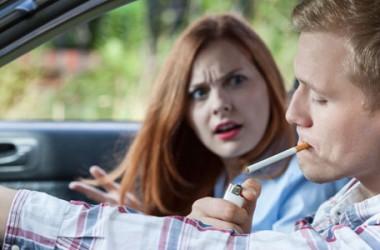 Divieto di fumo in auto: multa fino a 500 euro