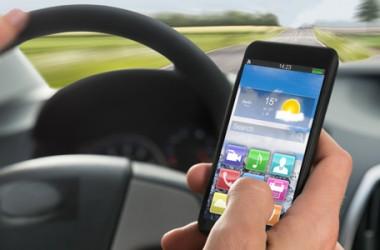 Cellulare alla guida: sequestro e ritiro della patente