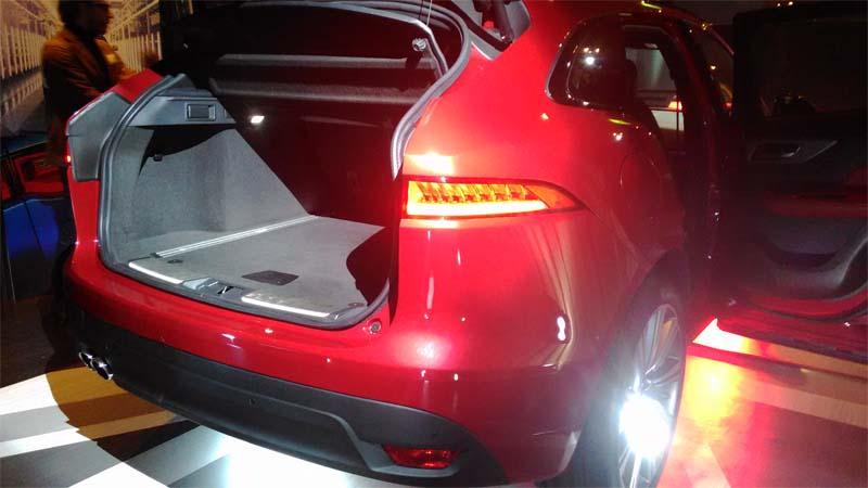 Jaguar F-Pace bagagliaio