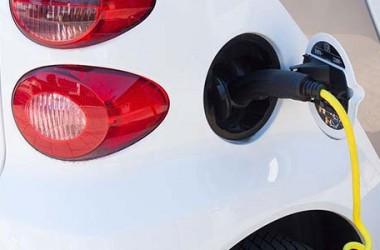 BlueTorino e Supercharger: il futuro della mobilità elettrica