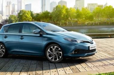 Toyota Auris Touring Hybrid: prezzi, motori e caratteristiche