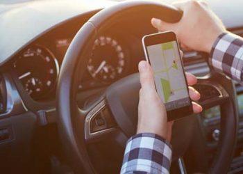 Assicurazione auto: ecco l'app che blocca il telefono quando guidi