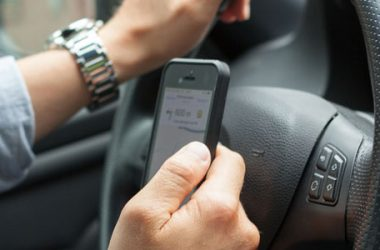 Assicurazione auto: puoi mostrare il contrassegno sullo smartphone