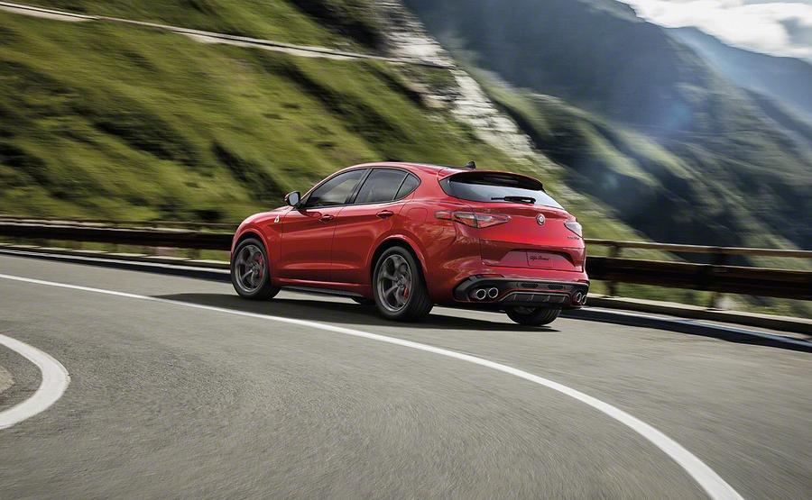 Alfa Romeo Stelvio: le prime immagini del SUV