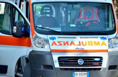 Ambulanza in doppia fila multata dai vigili
