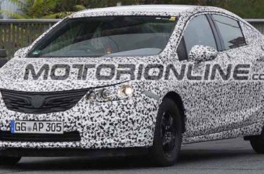 Opel Astra Sedan 2017: ecco le prime foto