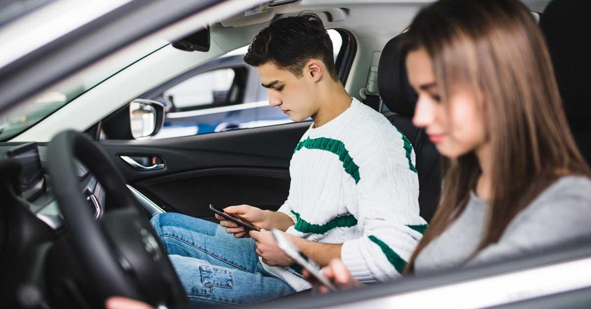 Cellulare alla guida sequestro e ritiro della patente for Costo del garage di una macchina