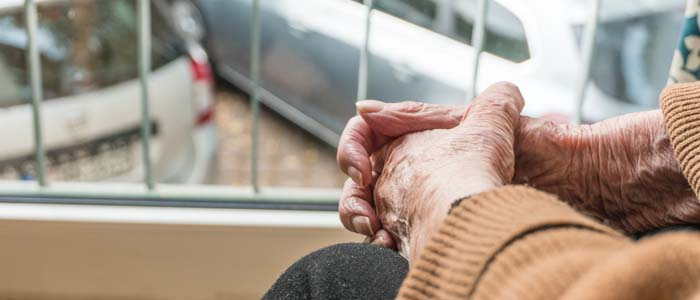 anziani soli in casa